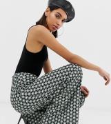 Pantalones verdes de pernera ancha con estampado geométrico de Missgui...