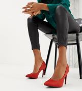 Zapatos de salón en naranja de satén en punta de New Look