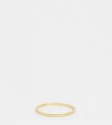 Anillo de plata de ley chapado en oro con detalle grabado de ASOS DESI...