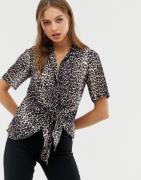 Camisa con parte delantera anudada y estampado de leopardo sirena de A...
